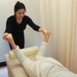 O脚・X脚を治すには骨格矯正専門の当院へ。